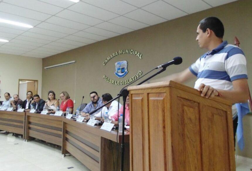 FOTO: ASSESSORIA - Vereadora renuncia e suplente é empossado no cargo na Câmara em Bonito (MS)