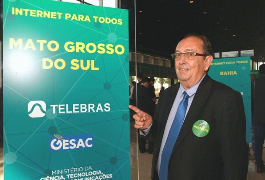 Odilson assina, e Águas do Miranda, Guaicurús e Balneário terão internet para todos