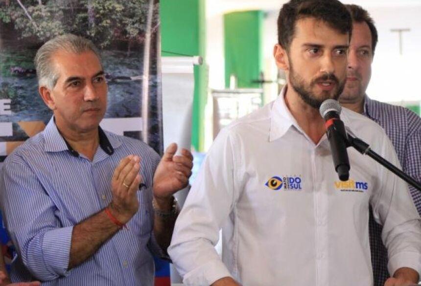 (À esquerda), o governador Reinaldo e o diretor-presidente da Fundtur, Bruno Wenndling, em discurso. (Foto: Marina Pacheco).