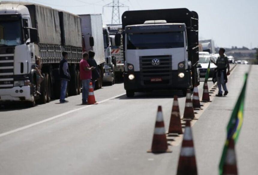 Caminhoneiros pedem a redução no valor dos combustíveis e não só do diesel, afirma sindicato. (Foto: Marcos Ermínio)