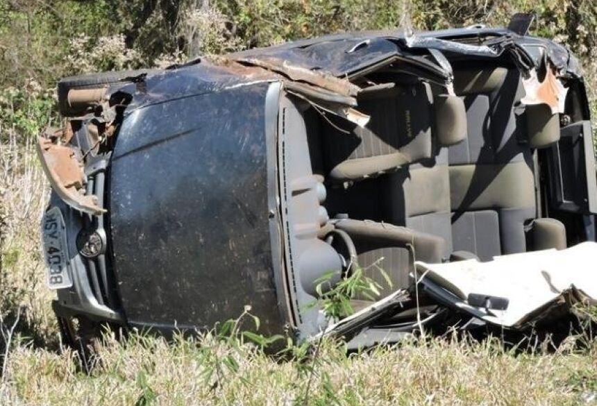 Veículo ficou completamente destruído - Foto: Sidrolândia News