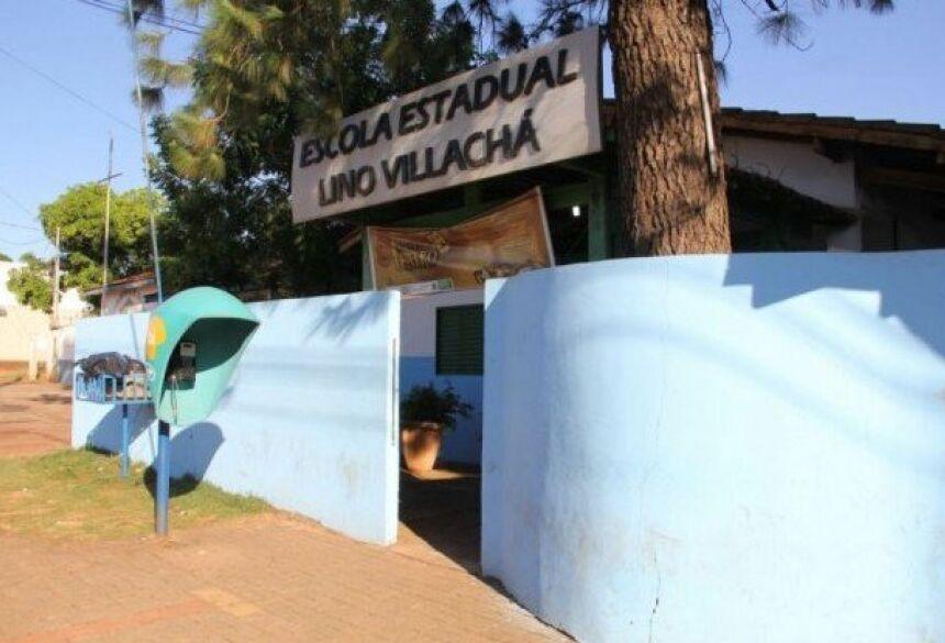 A briga entre meninas aconteceu fora da escola Lino Vilachá, onde elas estudam. (Foto: Arquivo)
