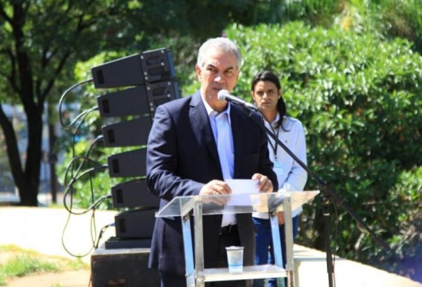 """Governador Reinaldo Azambuja em entrevista durante lançamento da """"Operação Boas Festas"""" (Foto: Marina Pacheco)"""