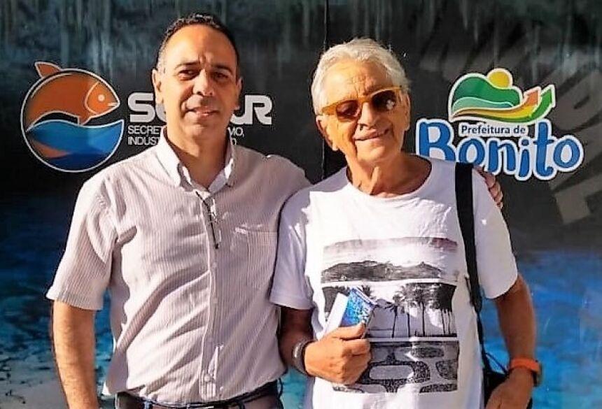 Jornalista Fernando Gabeira com o diretor de turismo Marcelo Gil. Foto: Divulgação