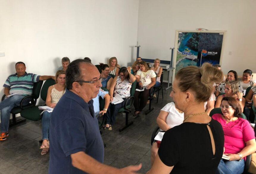 Reunião tratou da volta às aulas e da realização da III Jornada Pedagógica. Foto: Jabuty