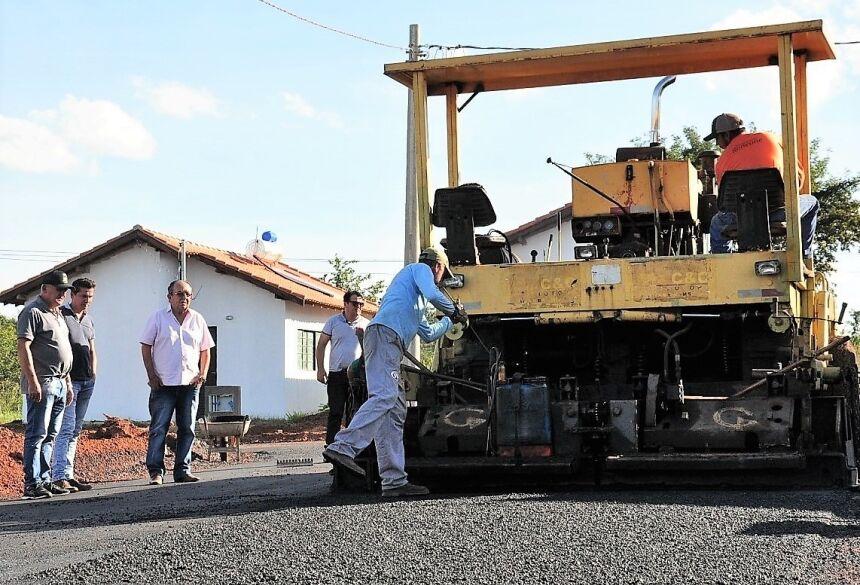 refeito vistoriou as obras de asfaltamento das ruas. Foto: Jabuty