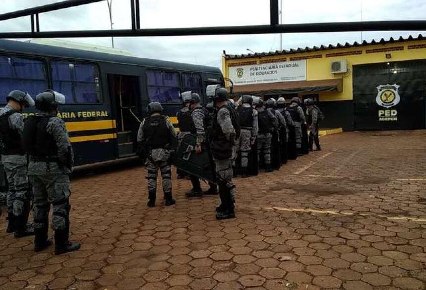 DOURADOS Tropa de Choque chega à PED após suspeita de túnel e motim 22 maio 2019 - 07h42Por Vinicios Araújo  Agentes do batalhão de Choque - Crédito: Adilson Domingos