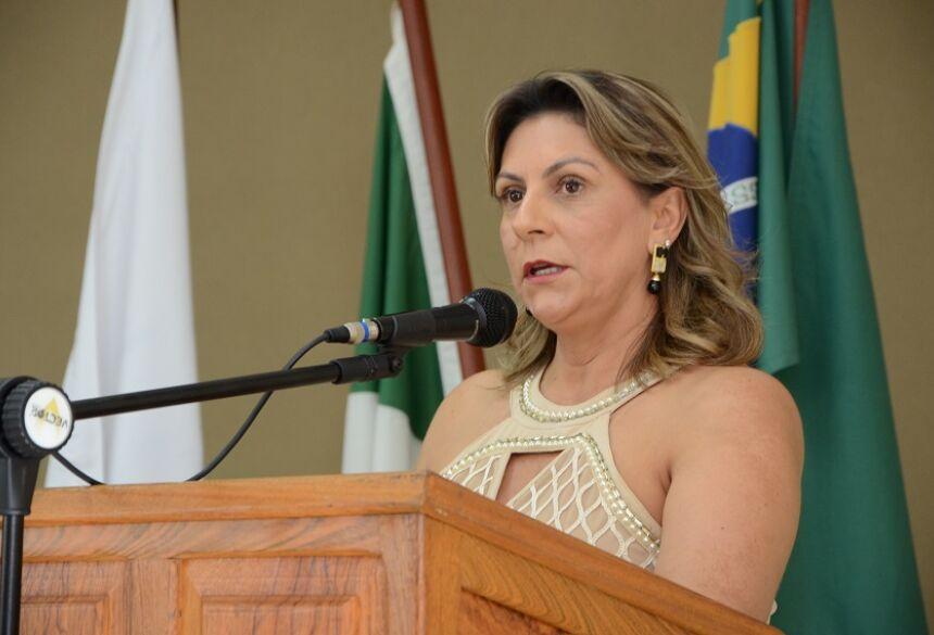FOTO: ROGÉRIO SANCHES / BONITO INFORMA - Luisa esclarece e diz que servidor foi trabalhar armado com faca e queria aumento de 110%