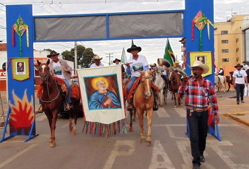 Cavalgada surgiu na década de 50 e se tornou tradição na Festa de São Pedro. Foto: Jabuty