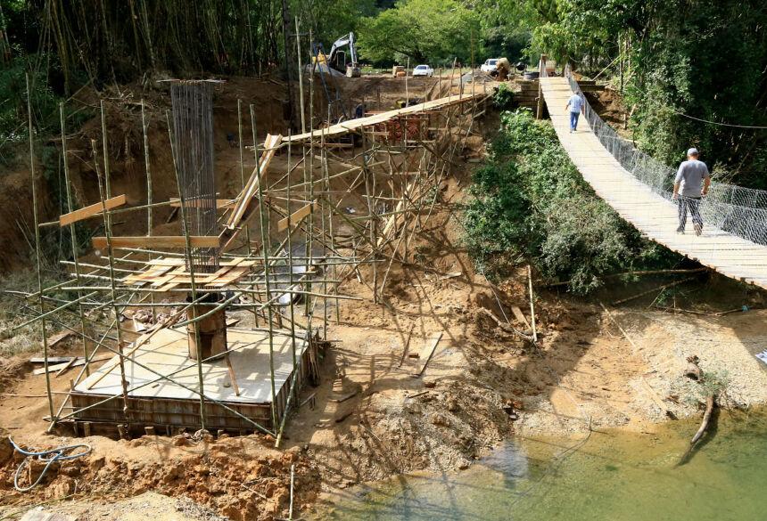 Ponte em construção terá 50 metros de cumprimento e conclusão prevista para seis meses