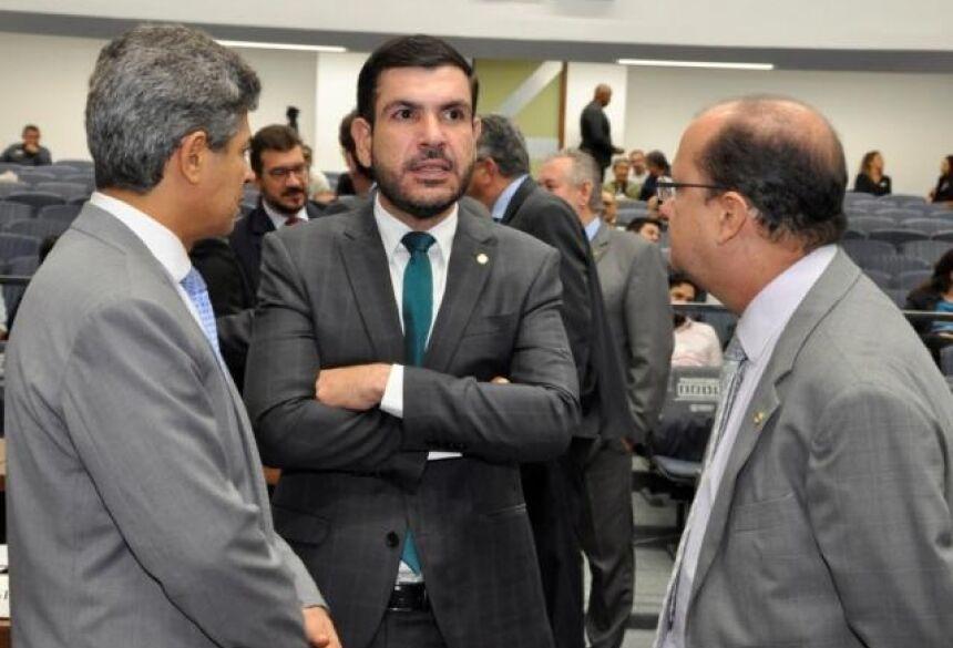 Deputados Rinaldo Modesto (PSDB), Jamilson Name (PDT) e José Carlos Barbosa (DEM), durante sessão (Foto: Luciana Nassar/ALMS)