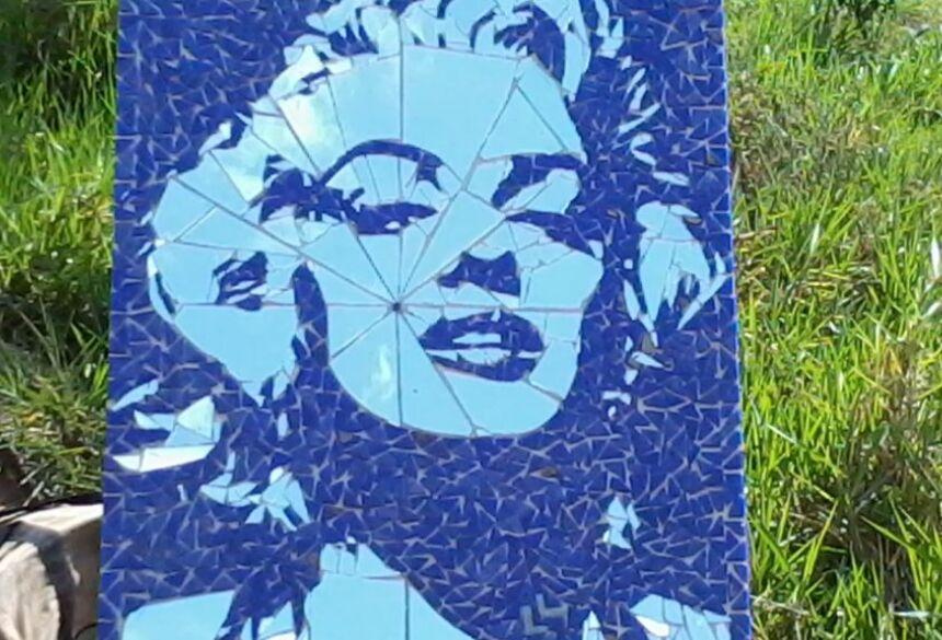 Oficina de Mosaico alia reciclagem à arte no Festival de Inverno de Bonito (MS)
