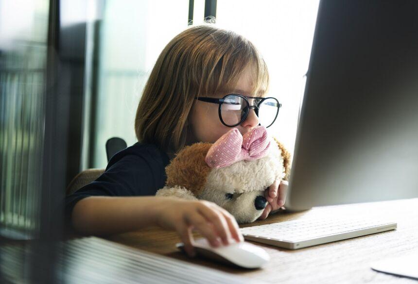 Com o barateamento constante dos eletrônicos, é inevitável que crianças tenham acesso à tecnologia cada vez mais cedo.