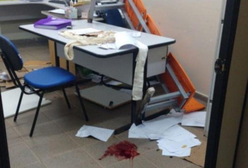 Enfermeiro foi ferido por paciente em surto, segundo Sesau e testemunhas. (Foto: Direto das Ruas)