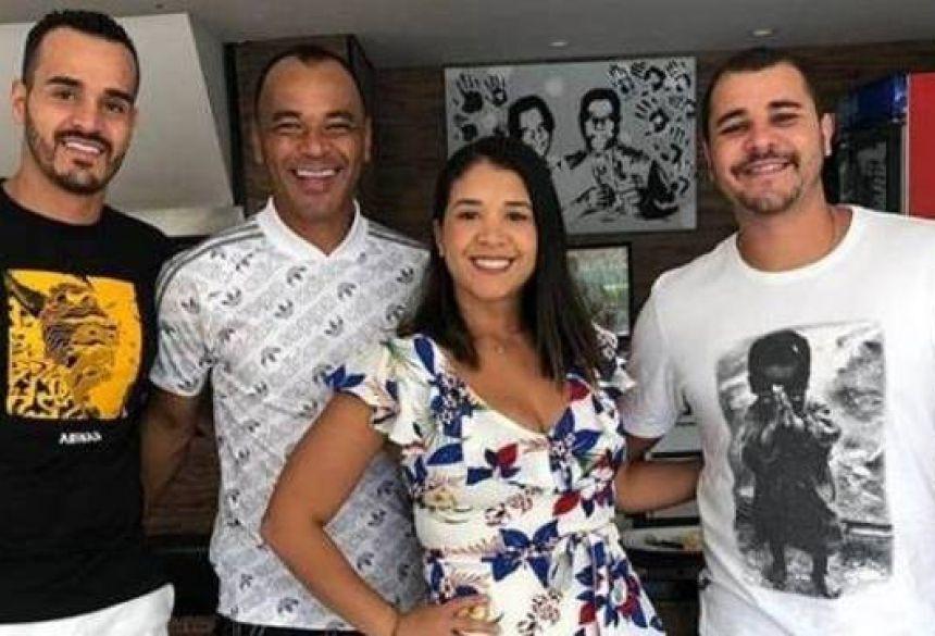 Danilo (de camiseta branca) morreu na noite da última quarta-feira (4). Foto: Reprodução/Instagram