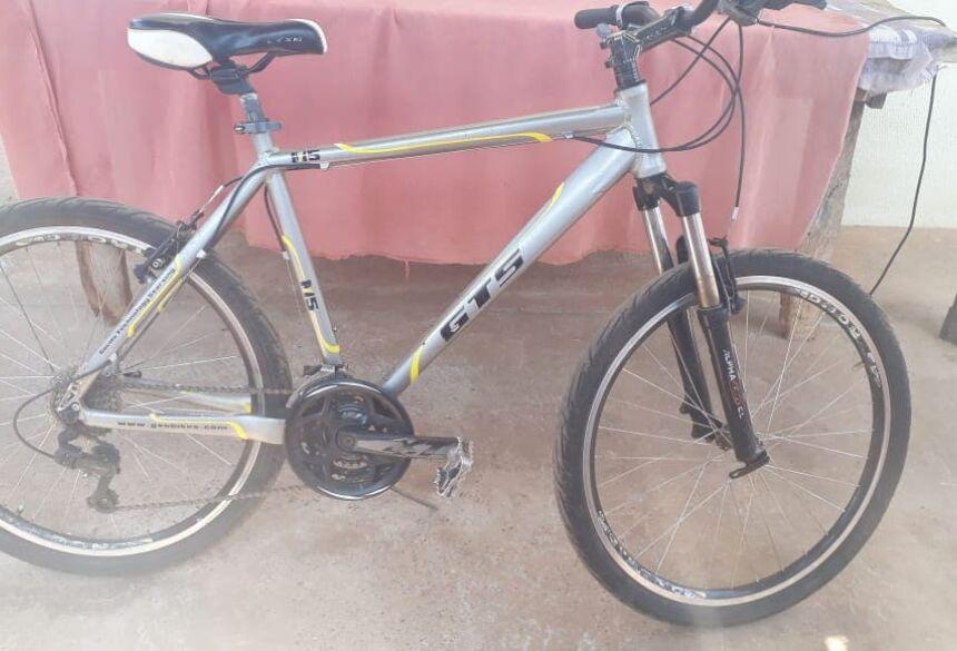 Bicicleta foi furtada em plena luz do dia.
