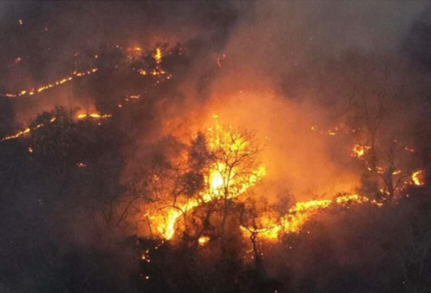 Governo de MS pede apoio aéreo para combater queimadas em 9 municípios