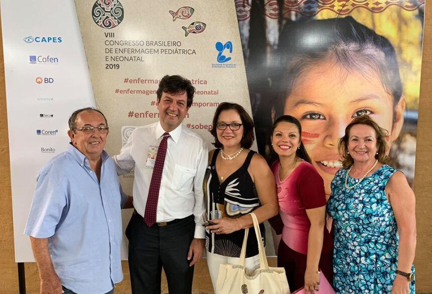 Da esquerda p/direita: prefeito Odilson, ministro Luiz Mandetta, doutora Myriam Mandetta e secretárias Lívia Oliveira e Terezinha Braga. Foto:Jabuty