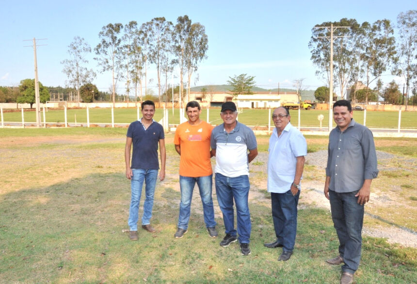 Prefeito visita obras de iluminação do Estádio Felix Garcez
