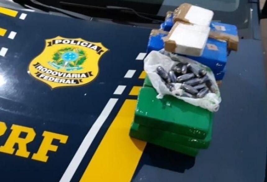 Tabletes da droga encontrados dentro do tanque do veículo. (Foto: Divulgação)