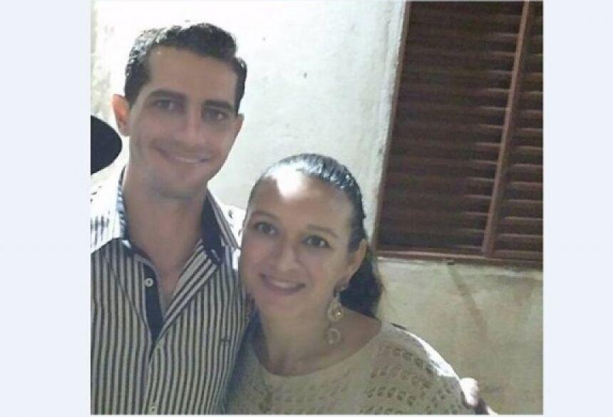 Lúcio, policial militar, ao lado da esposa, Regianni, morta a tiros pelo ele na noite de sábado (Foto: Arquivo pessoal)