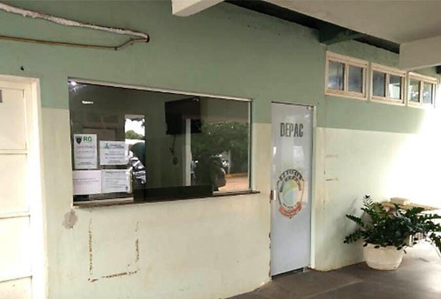 A mulher foi morta com dois tiros em frente a um hotel de Três Lagoas — Foto: TV Morena/Reprodução