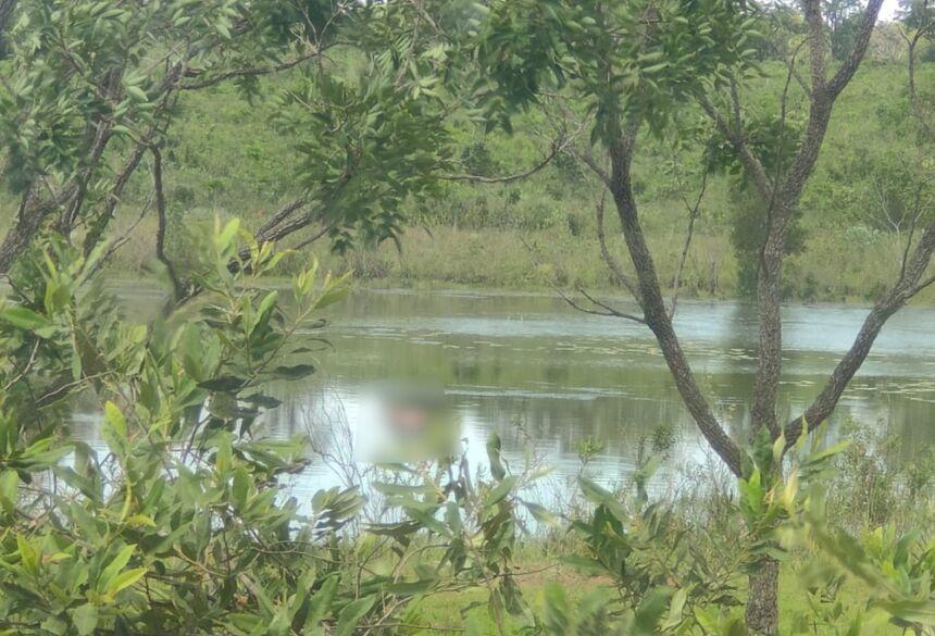 Corpo de mulher é encontrado boiando em lago de MS. — Foto: Cenário MS