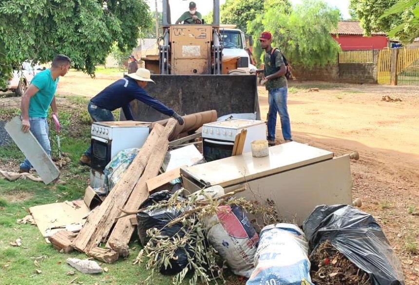 Mutirão recolhe também objetos maiores descartados pelos moradores. Foto: Divulgação