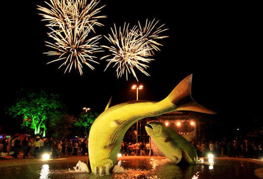 FOTO: FELIPE ATENE - Show da virada acontece nesta segunda e terça na Praça da Liberdade em Bonito (MS)