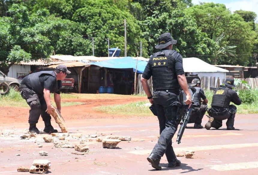 DOURADOS Correria e tiros; confira vídeo de momento tenso na Perimetral Norte 03 janeiro 2020 - 14h20Por Adriano Moretto  Clima ainda é tenso no local - Foto e vídeo: Hedio Fazan/Dourados News