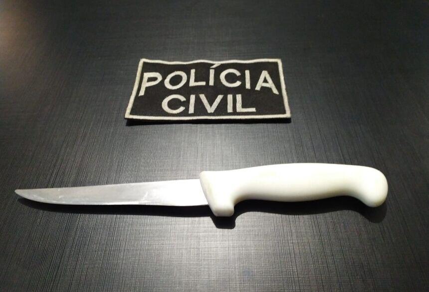 Faca encontrada com o suspeito. Fotos: Divulgação Polícia Civil de Bonito