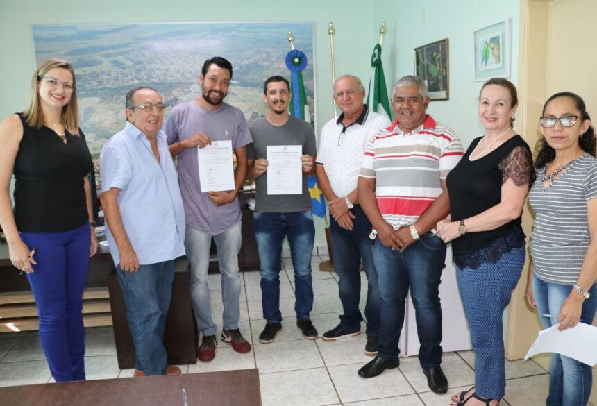 Posse dos novos vigias foi realizada no gabinete do prefeito. Foto: Jabuty