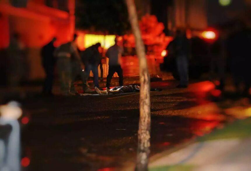 Bandido foi morto com tiro no peito nesta tarde. (Foto: Kísie Aionã) - CREDITO: CAMPO GRANDE NEWS