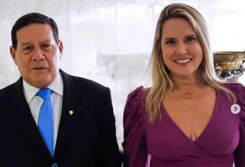 CLIMÃO: Mulher de Mourão curte comentários que pedem o marido na ...