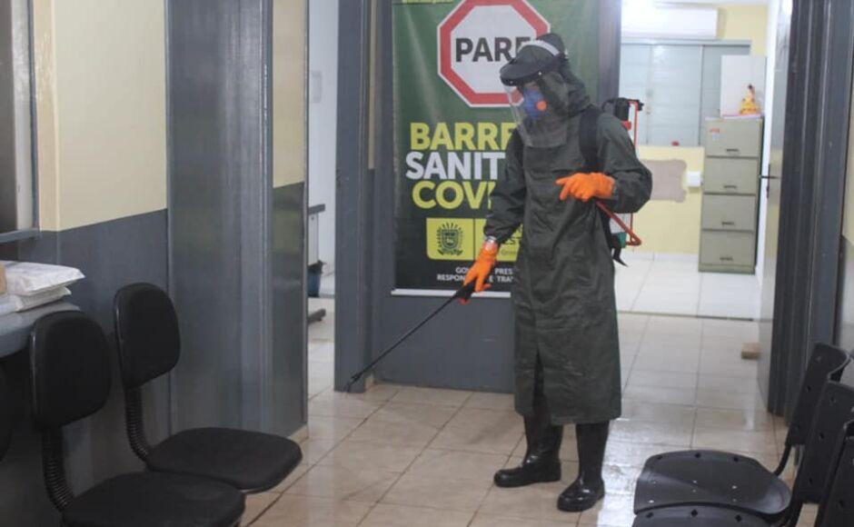 Guia Lopes chega a 230 casos confirmados e 4ª Cia E Cmb Mec faz descontaminação na cidade