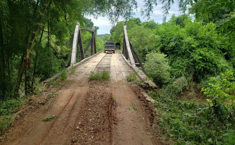 BONITO: Prefeito e secretário vistoriam estrutura da ponte sobre o Rio do Peixe e estradas da região
