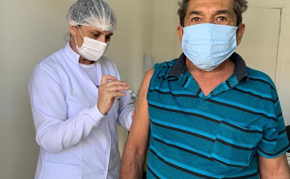 VACINAÇÃO CONTINUA: Idosos a partir de 62 anos serão vacinados neste sábado em Bonito (MS)