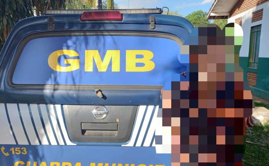 Homem embriagado invade escola, perturba alunos e funcionários e acaba preso pela GM em Bonito