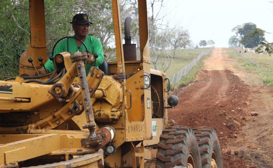 Agesul e prefeitura recuperam 120 Km de estradas vicinais em Bonito (MS)