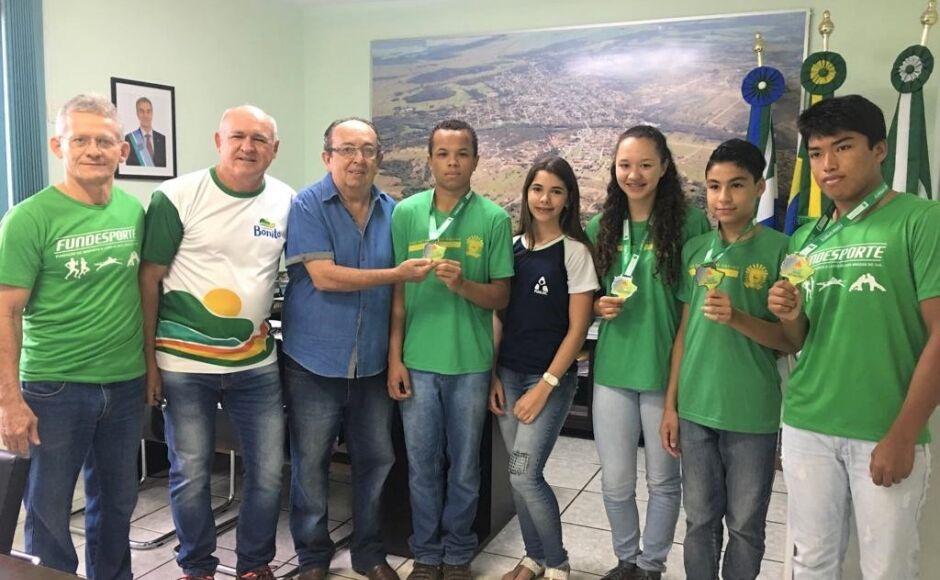 Prefeito recebe atletas que participaram dos JEMS e JOJUMS em Bonito (MS)