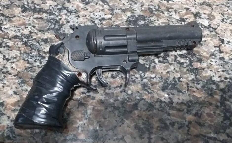 Quatro menores é pego pela PM tentando assaltar com arma de brinquedo em Bonito (MS)
