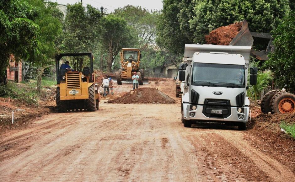Acabando a poeira, iniciado o asfaltamento e drenagem da Rua 19 de novembro em Bonito (MS)
