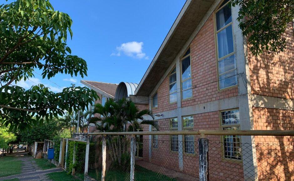Climatizada e com acervo de 7.800 livros, Biblioteca Municipal funciona de segunda a sexta em Bonito